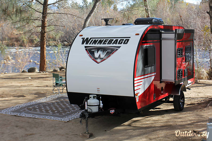 exterior 2016 Winnebago Winnie Drop Wofford Heights, CA
