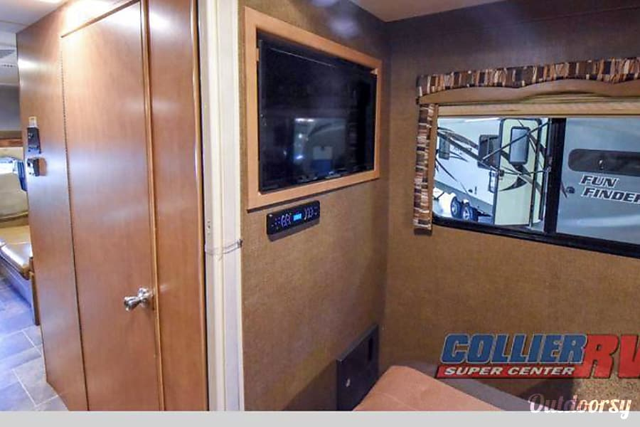interior 2017 Thor Motor Coach Chateau Toms River, NJ