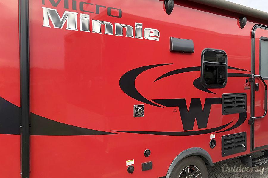 exterior 2017 Winnebago Micro Minnie Conyers, GA