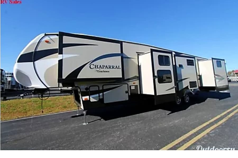 exterior 2018 Chaparral 371MBRB (Hoyt) Beaumont, CA