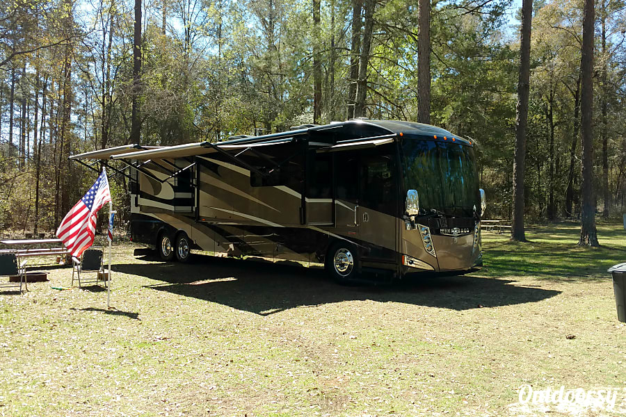 exterior 2015 Winnebago Tour Riverview, FL