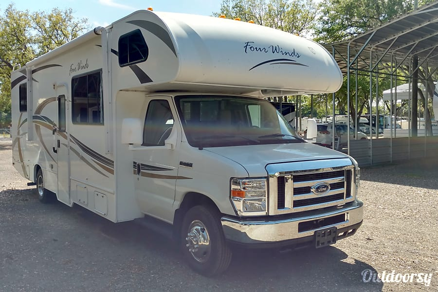 exterior 2013 Thor Motor Coach Four Winds 28Z Clearwater, FL