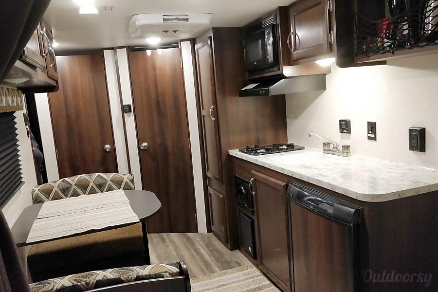 interior Ms. Charlotte: Make camping easy, simple and fun in a 2018 Jay Flight SLX 195RB Austin, TX