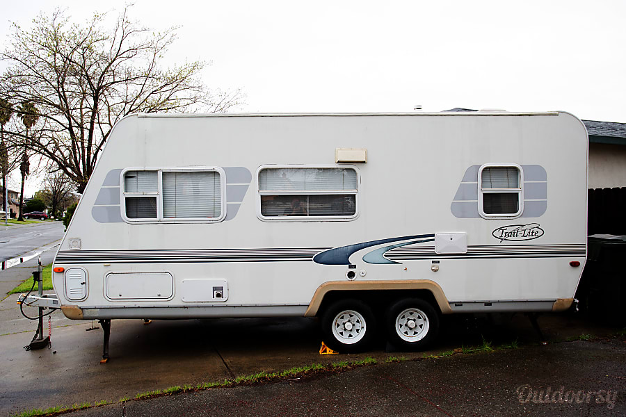 exterior 2000 R-Vision Travel Trailer Suisun City, CA