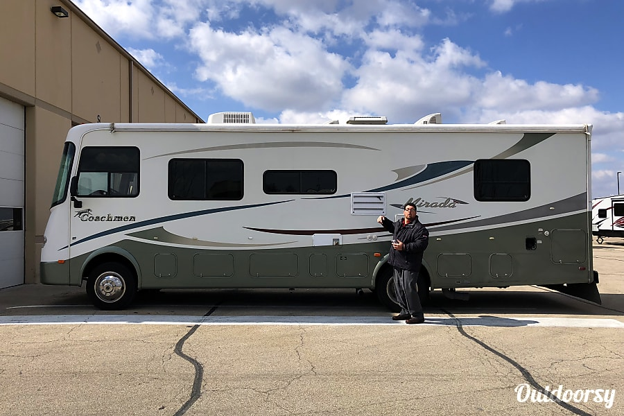 exterior Coachmen Mirada 30' Chicago, IL