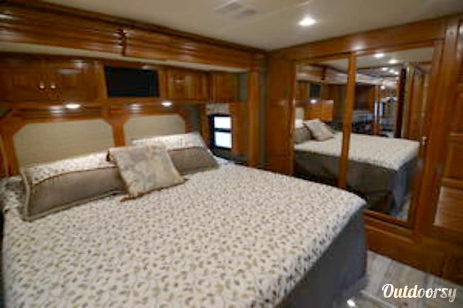 interior 2016 Fleetwood Discovery DeLand, FL