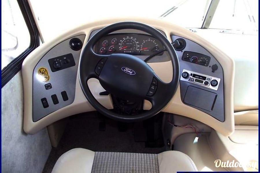 interior 2003 COACHMEN THE GREAT RV ESCAPE Painesville, OH
