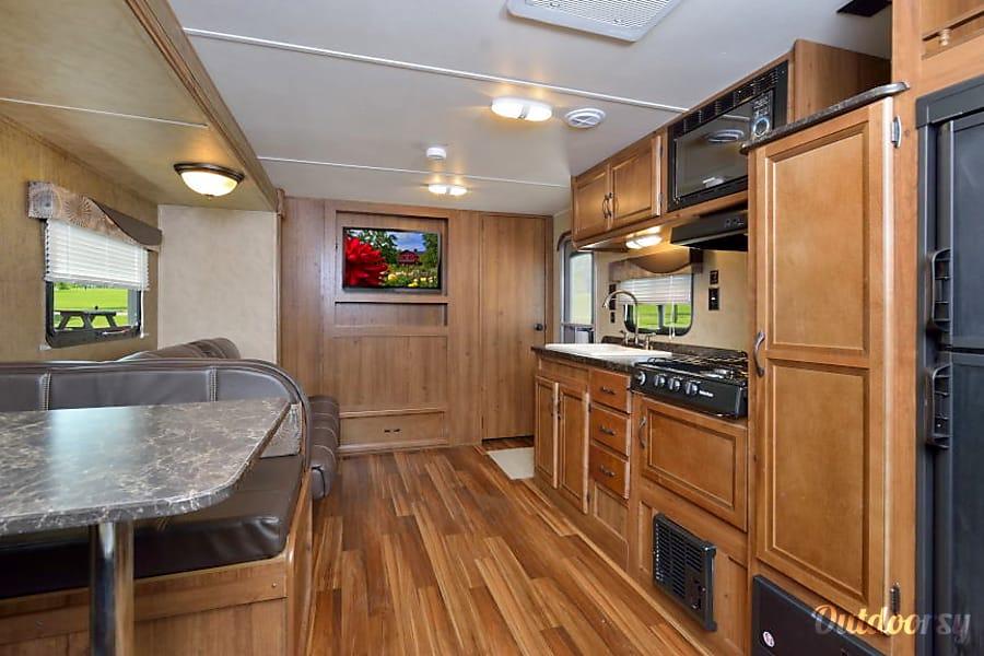 interior R6 2018 Gulfstream Amerilite 255 Detroit Lakes, MN