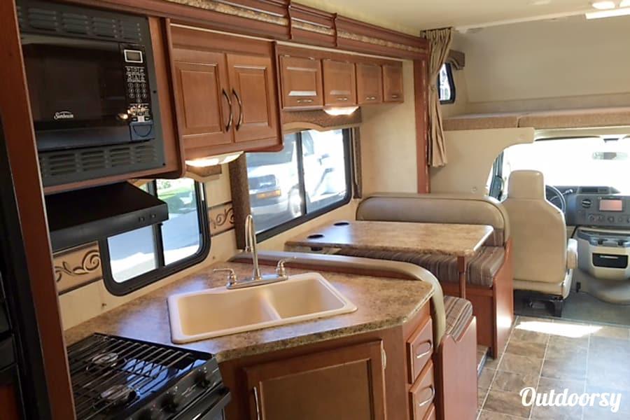 interior Thor Motor Coach Four Winds Sacramento, CA