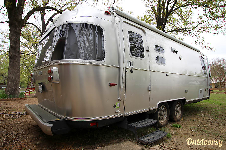 exterior 2015 Airstream Flying Cloud Rockwall, TX