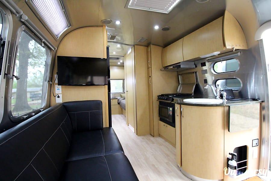 interior 2015 Airstream Flying Cloud Rockwall, TX