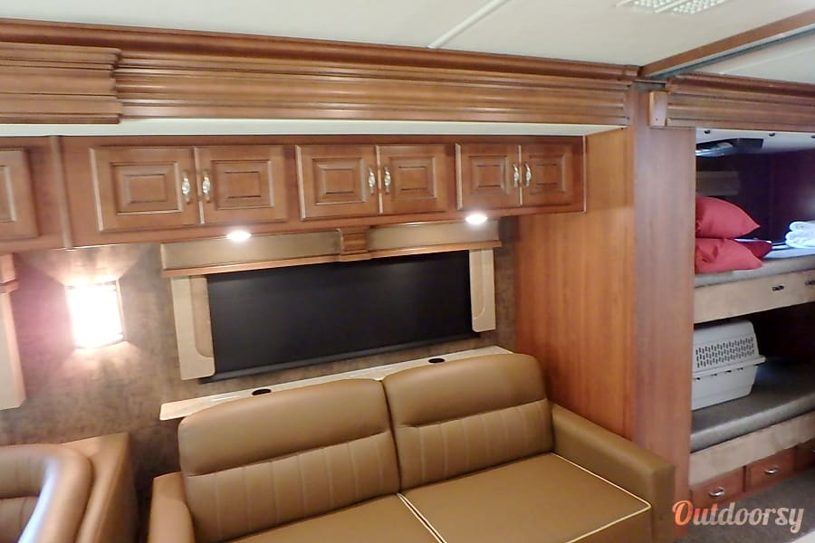 2015 Fleetwood Discovery Motor Home Class A Rental In Orange Park