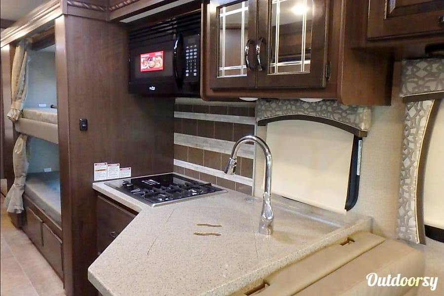 interior Spacious 2018 Class C RV BUNKHOUSE! EASY DRIVE -Delivery and Pick up Available Magnolia, DE