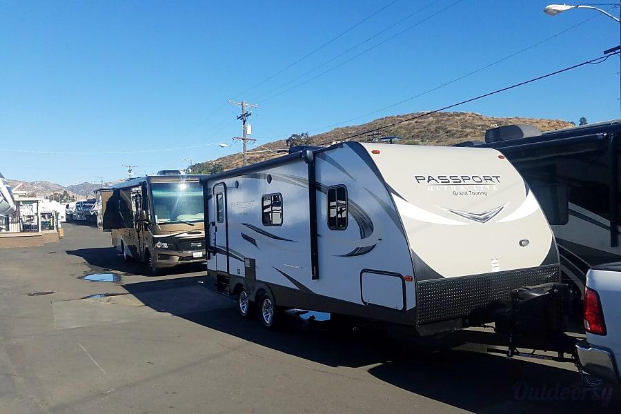 exterior 2018 Keystone Premier Ultra Lite Lemon Grove, CA