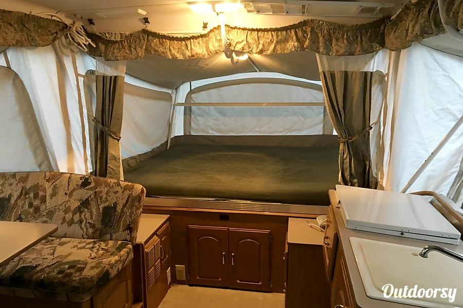 interior 2000 Coleman Bayside Pop Up Camper 2000 Bayside Grand Tour Elite Livonia, MI