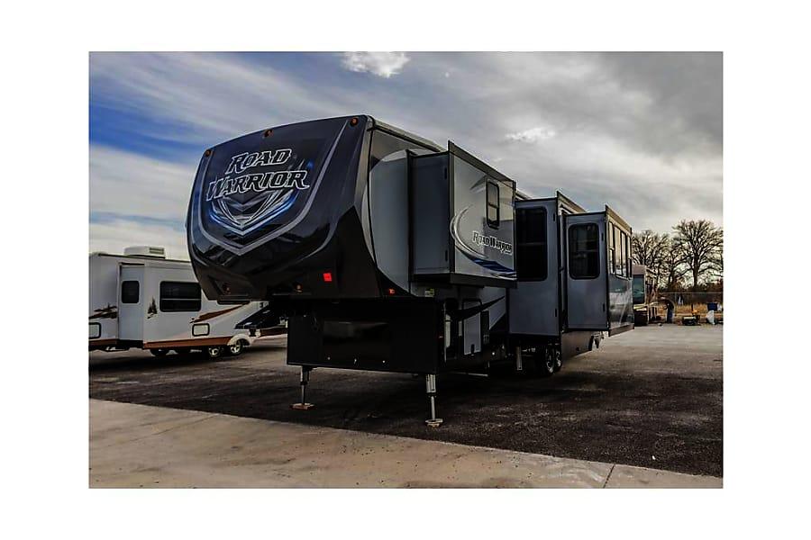 2017 heartland road warrior motor home toy hauler rental for Trailer rental savannah ga