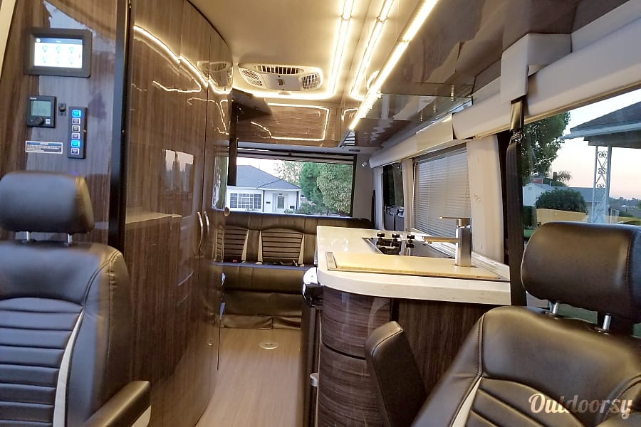 2018 Era Winnebago  x170 2018 MBZ Beverly Hills, CA