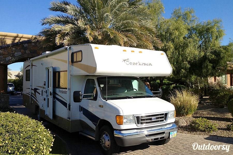 Exterior 2005 Coachmen Freelander in Socorro, NM
