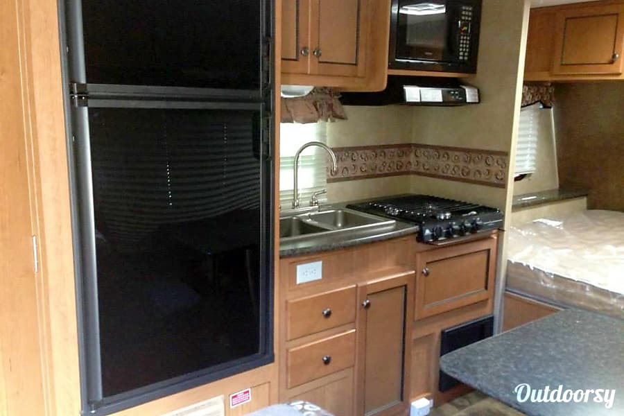 2013 R Vision 189qb Trailer Rental In Waterford On