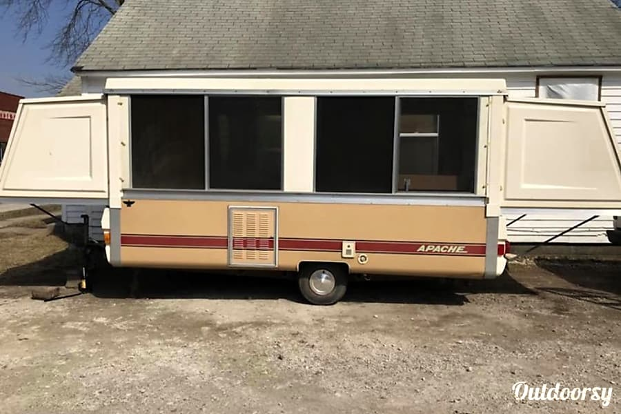 1979 Apache 16 Enclosed Trailer W Tandem Axle Trailer