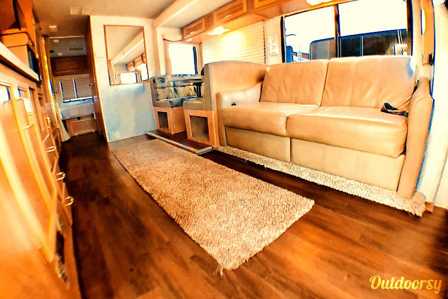 interior 31' Tioga MegaSlide & Private Bedroom Sleeps 8 Oceanside, CA