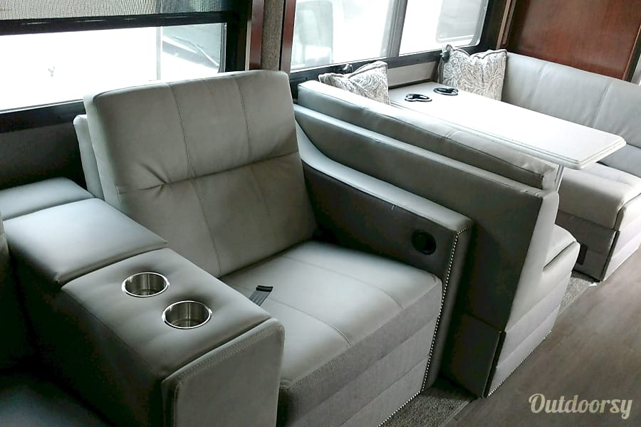 interior 2018 Fleetwood Pace Arrow Kingsville, OH