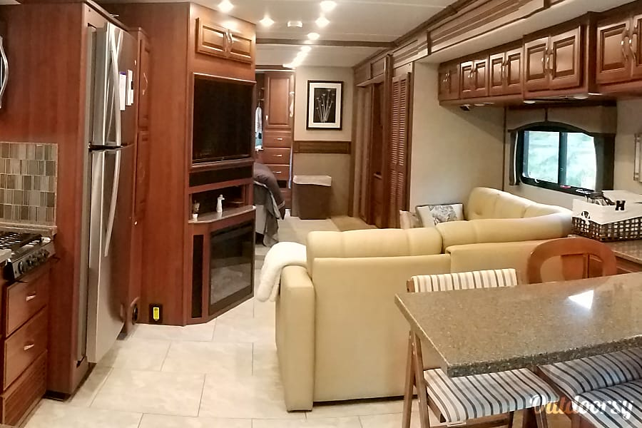 Immaculate & beautiful 38' 2016 Fleetwood Expedition for rent! Woodinville, WA