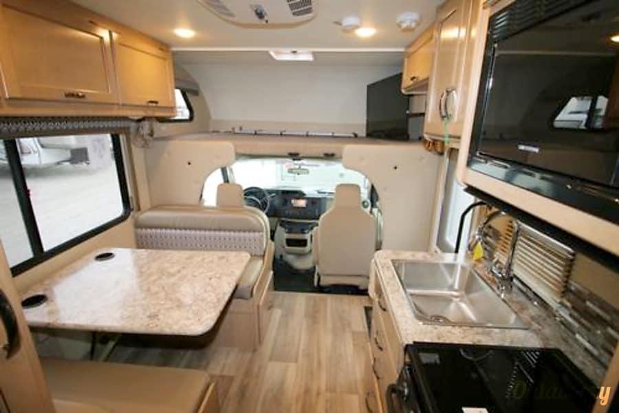 interior 2016 Thor Motor Coach Freedom Elite Kansas City, KS