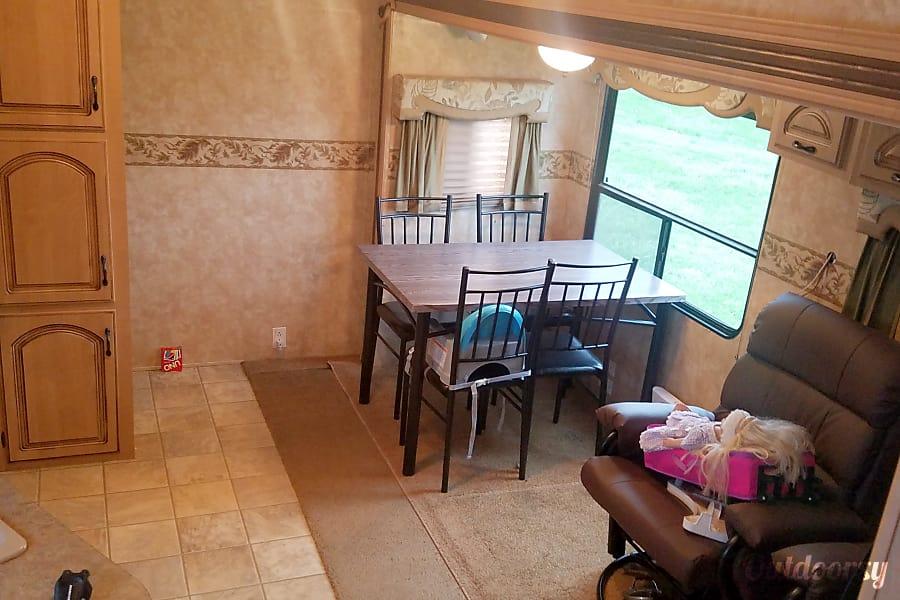 interior 2007 Coachmen Chaparral Riverton, IL
