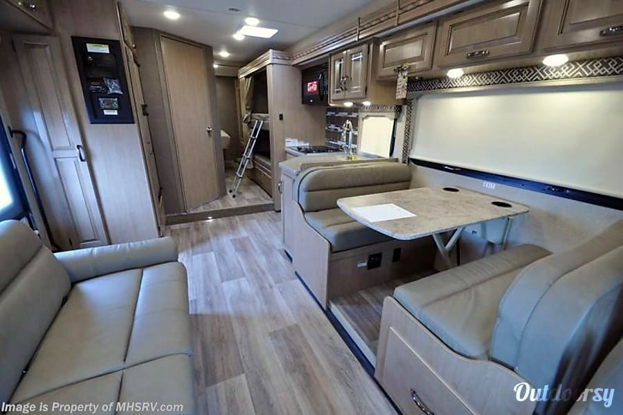 interior 2018 Thor Motor Coach Four Winds Aubrey, TX