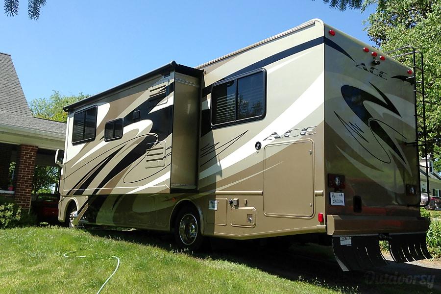 exterior 2013 Thor Motor Coach A.C.E Roanoke, VA