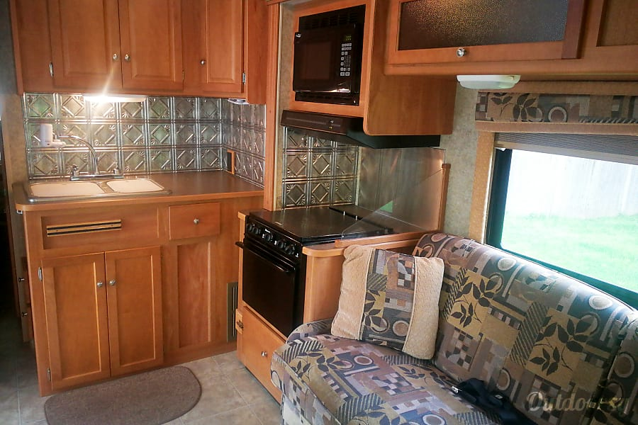 2009 Winnebago Access with Bunkhouse/ sleeps 10 Plymouth, MA
