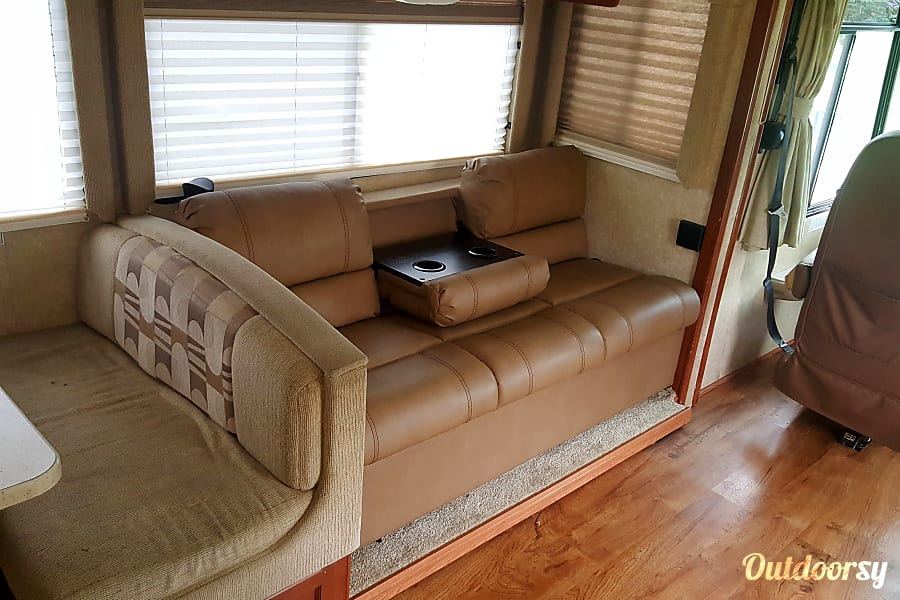 interior 2007 Thor Motor Coach Hurricane Bunk house sleeps 8 easy 2 rooms very close to Jacksonville, No special license needed to drive this coach Fernandina Beach, FL
