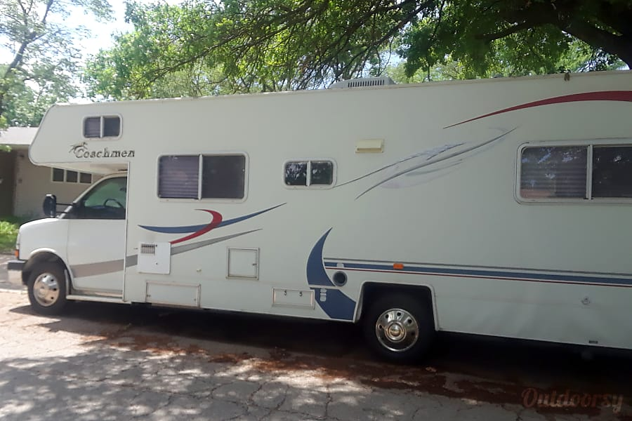 2005 Coachmen Freedom Motor Home Class C Rental In Topeka
