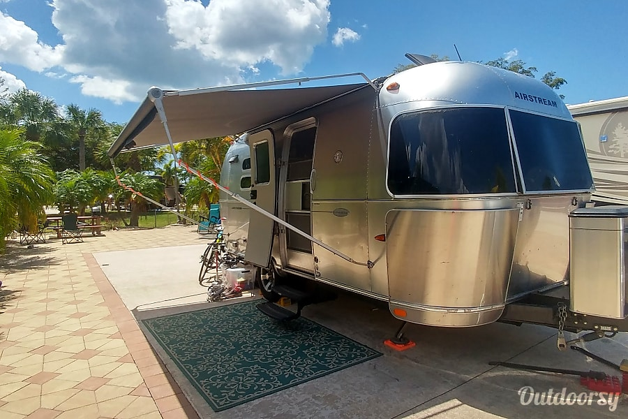 exterior 2010 Airstream Perfect for 2 - Delivery Available Cave Spring, VA