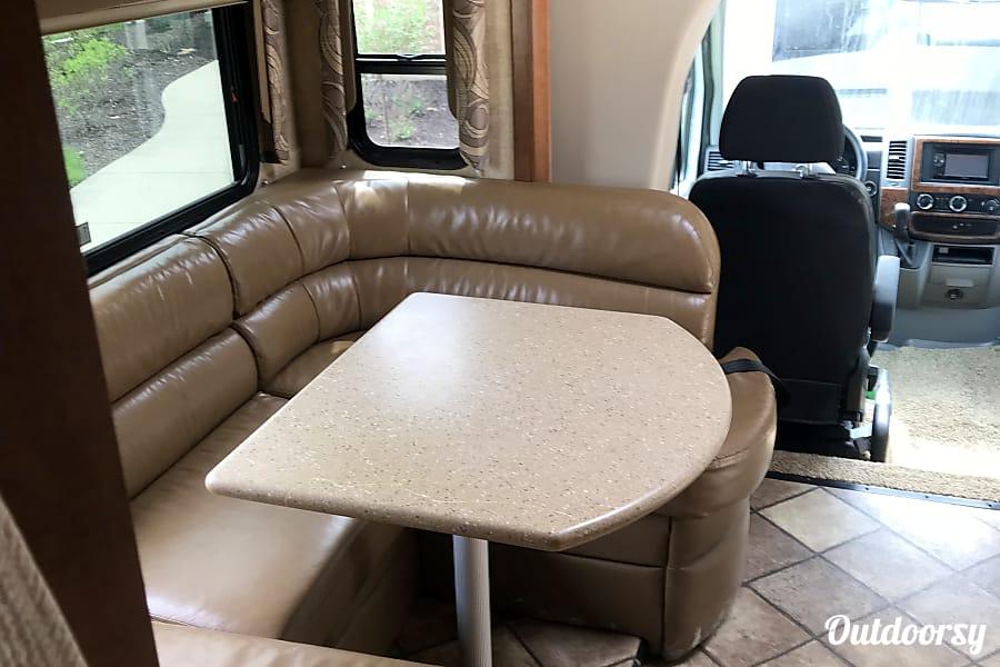 interior 2014 Thor Motor Coach Chateau Citation Columbia, MO