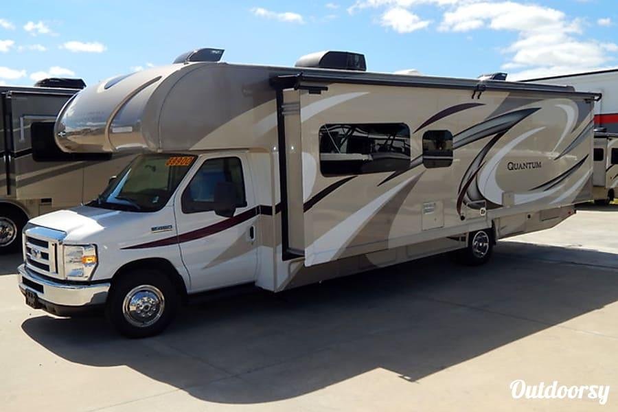exterior 2018 Thor Quantum Motor Coach Lexington, KY