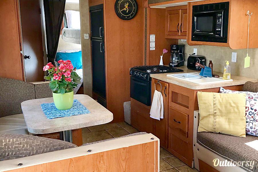 interior Family Camping Paradise! Cochrane, AB