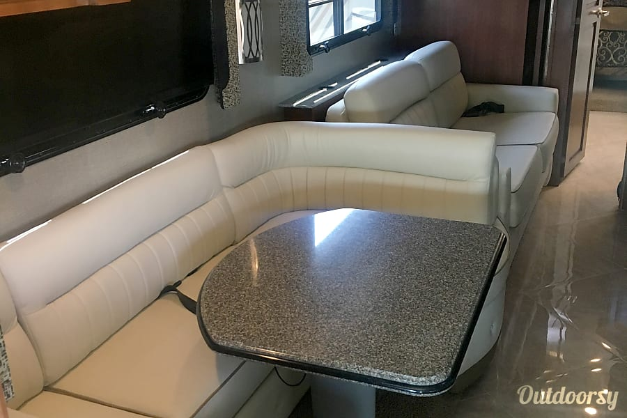 interior 2015 Fleetwood Discovery Maineville, OH
