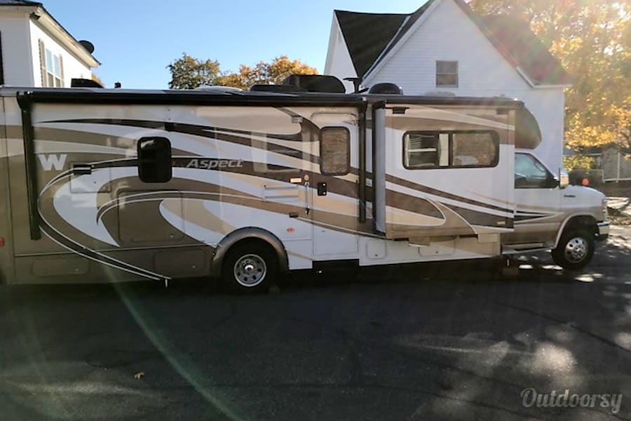 exterior $140k  Winnebago Deluxe Class C Millinocket, ME