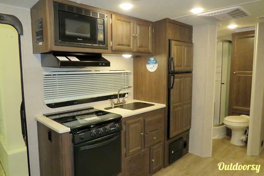 interior 2018 Rockwood Roo 21SS Hybrid Trailer Winnipeg, MB