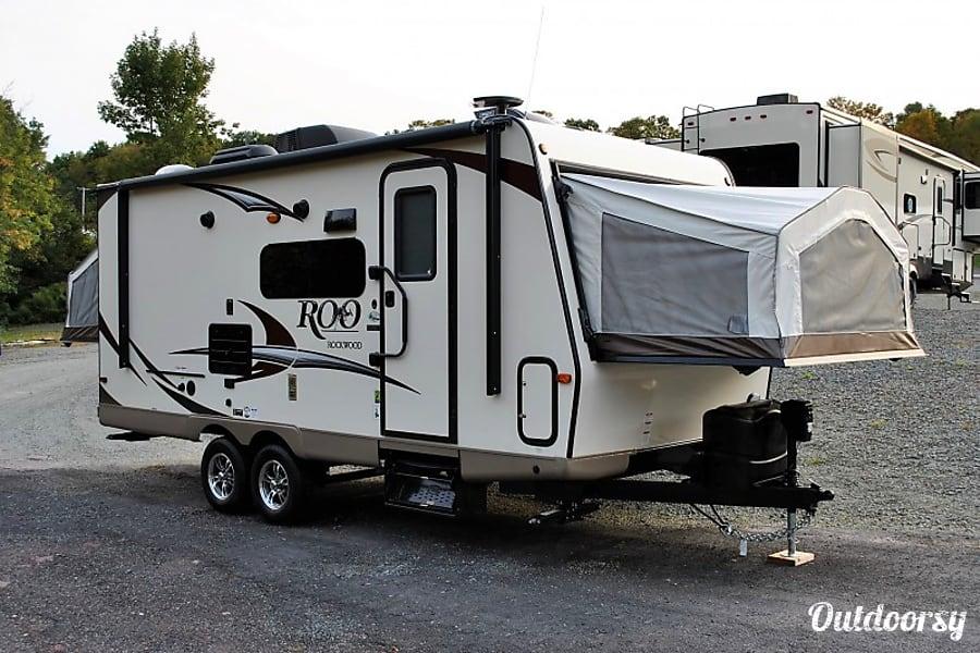exterior 2018 Rockwood Roo 21SS Hybrid Trailer Winnipeg, MB