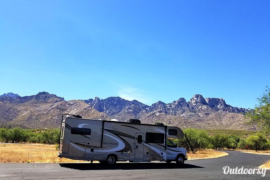 """exterior 2018 Thor Motor Coach Quantum """"El Capitan"""" Mesa, AZ"""
