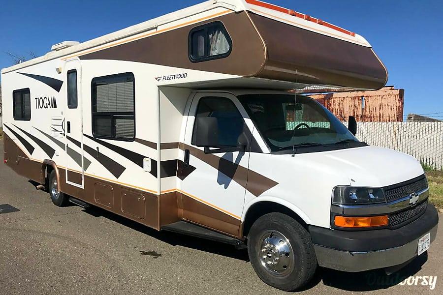 exterior VERY CLEAN 8 PERSON RV - Tioga Sacramento, CA