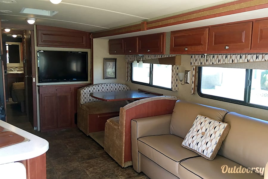 interior 2014 Winnebago Vista Yuma, AZ