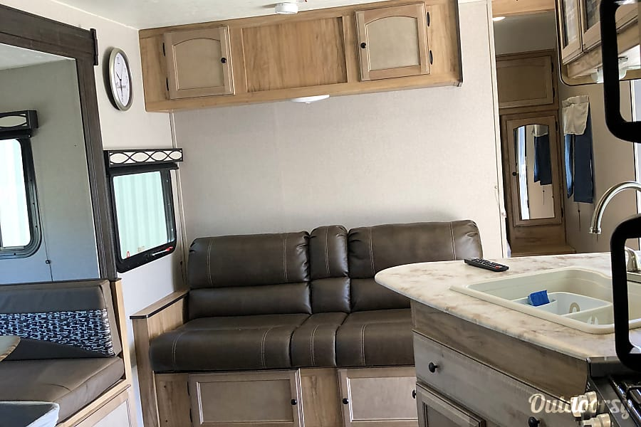 interior 2019 Coachmen Freedom Express 275BHS Thousand Palms, CA