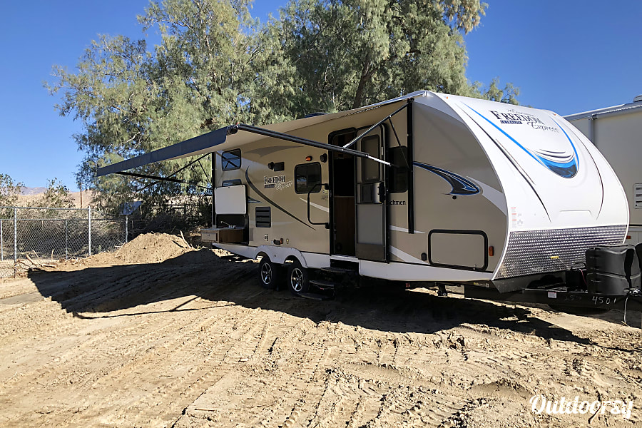 exterior 2019 Coachmen Freedom Express 275BHS Thousand Palms, CA
