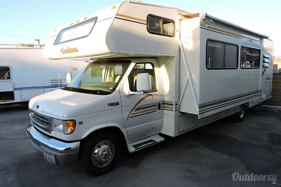 exterior Coachmen Leprechaun 30' Class C - sleeps 6/7 High Point, NC