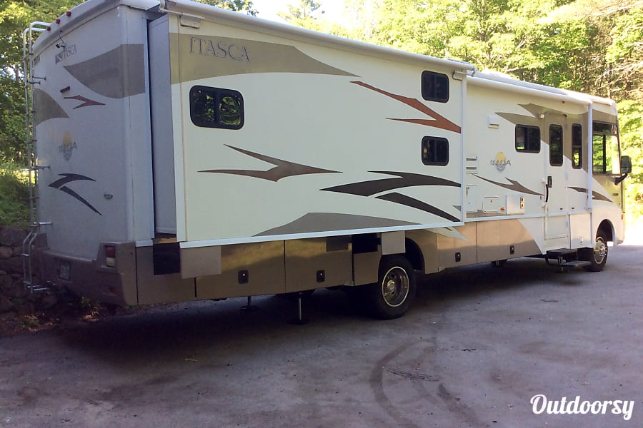 exterior 2009 Winnebago Other with 2 Slides Boxford, MA