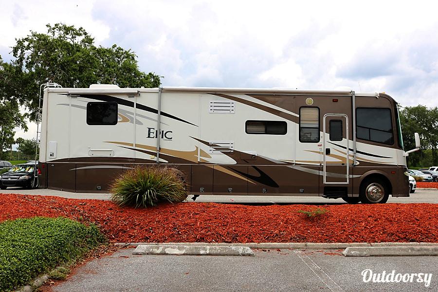 exterior 2007 Coachmen Epic Champaign, IL